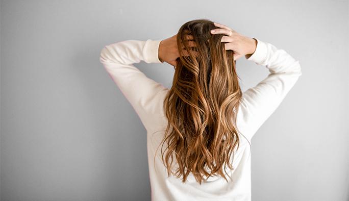 femme avec coupe trés beau salon de coiffure FABIEN CARRICHON